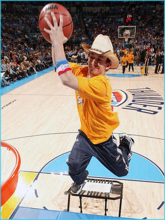 Oklahoma-Thunder-dunking-cowboy